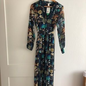 NWT H&M Maxi Dress. Very Romantic and fun.